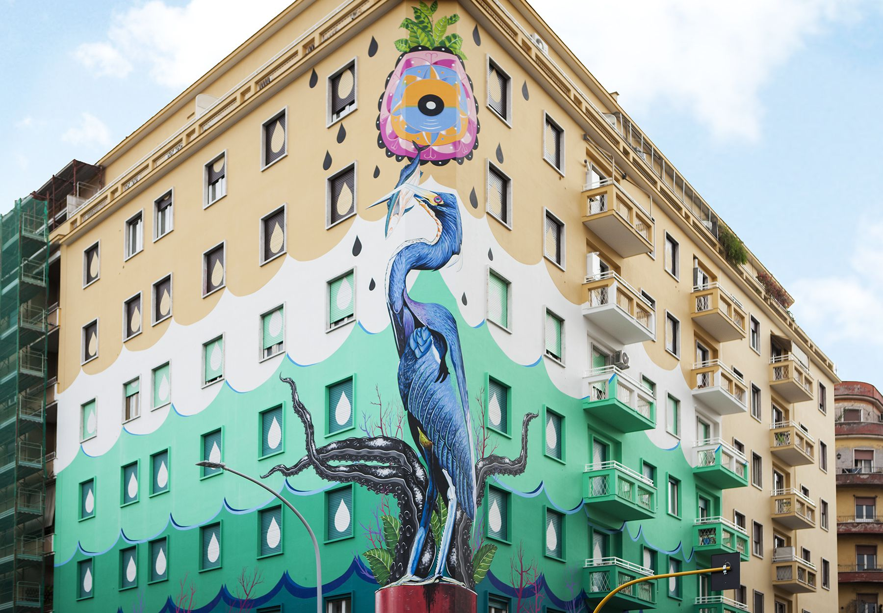 "Vernice Airlite – ""Hunting pollution"" murales //posted by Tommaso Brioschi"