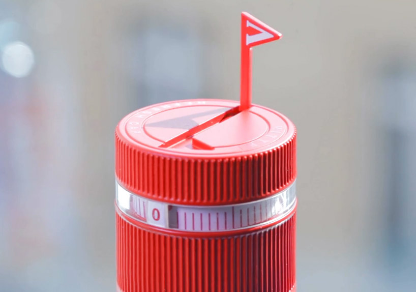 vittel-refresh-water-bottle-reminds-you-to-stay-hydrated-designboom-03