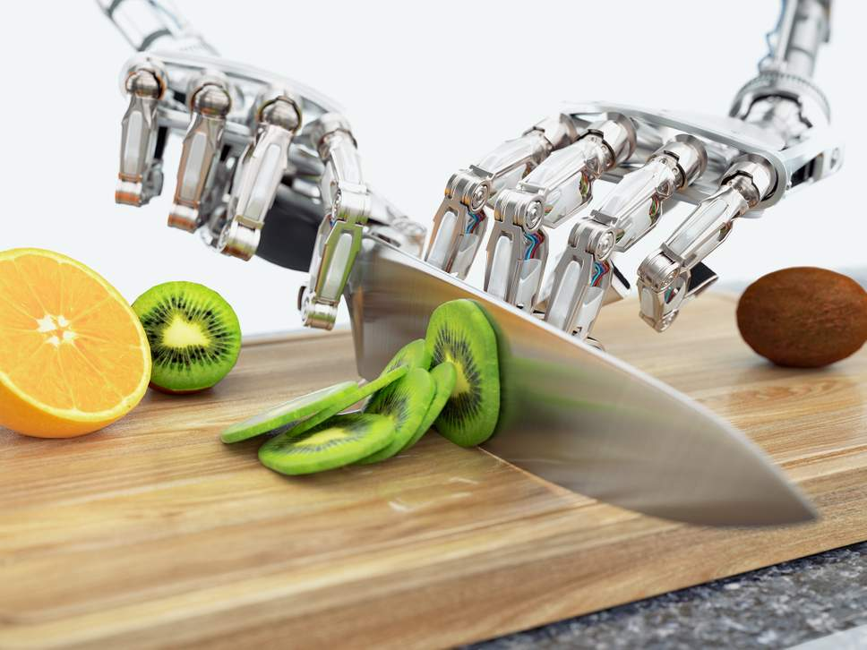 robot-cutting-fruit